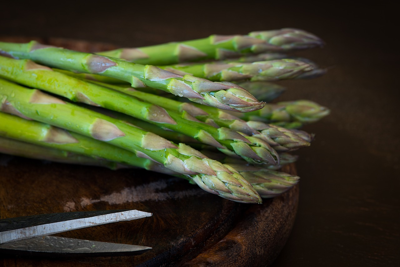 <strong>Asparagus</strong> <hr> Cut off bottoms. Sauté in olive oil and spices you like or grill.