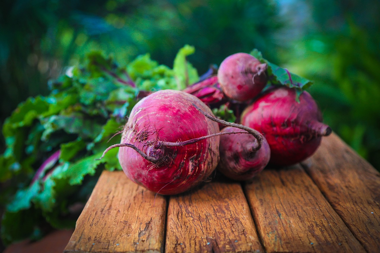 <strong>Beets</strong> <hr> Also nutritious are the beet greens (green, leafy top).