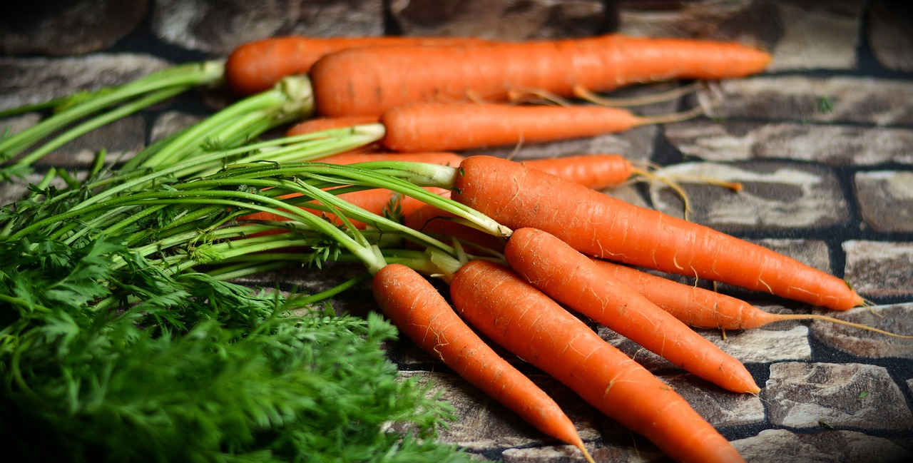 <strong>Carrots</strong> <hr> Great for eye health. Raw is best, sauté or steam also.