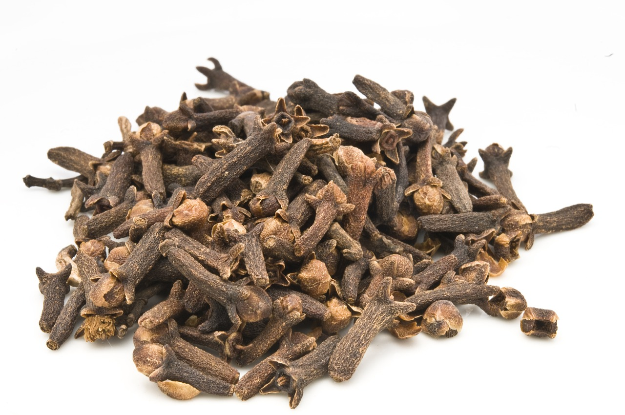 <strong>Clove</strong> <hr> Use whole cloves. Best in sweet or savory dishes.