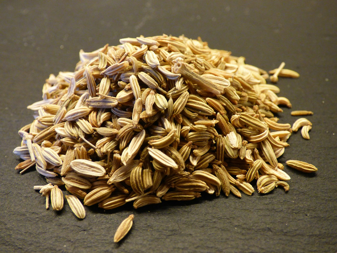 <strong>Fennel</strong> <hr> Bulb, stalk, leaves, seeds can all be used in cooking. Seeds best when dry roasted in coconut oil or ghee before cooking.