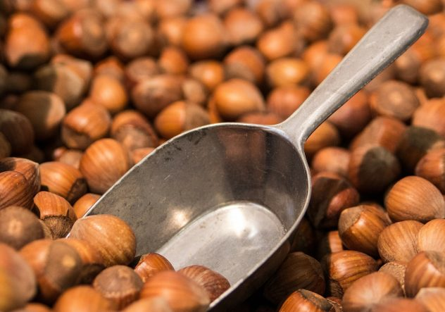 <strong>Hazelnuts</strong> <hr> Great snack raw or topping for a crepe.