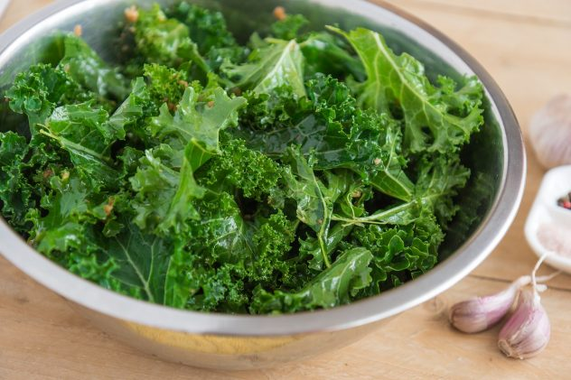 <strong>Kale</strong> <hr> Slightly bitter. Eat in salad or sauté with spices and olive oil. Mix with other veggies to mask bitterness.