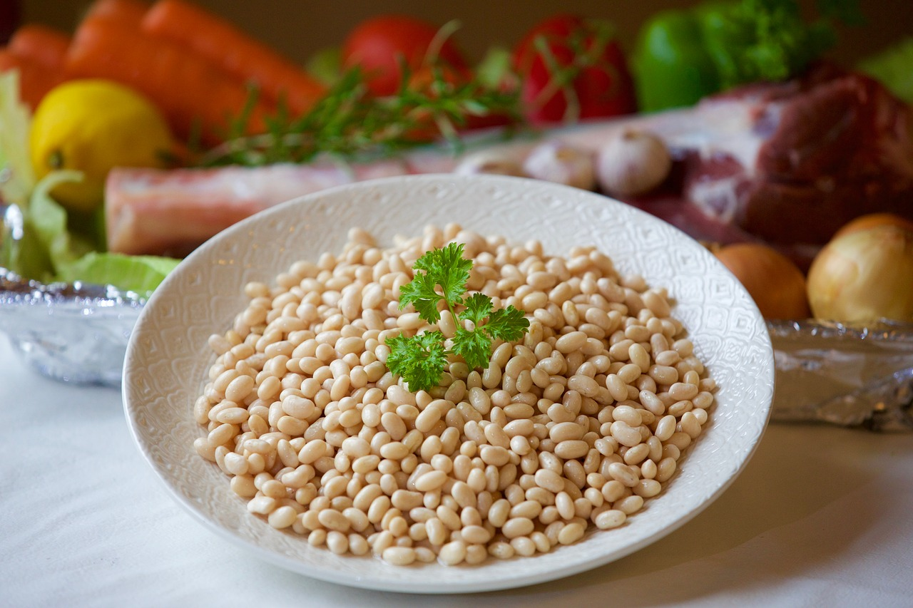 <strong>Kidney Beans</strong> <hr> High in protein, fiber, and carbohydrates.