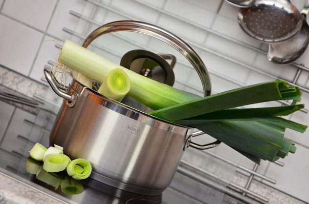 <strong>Leeks</strong> <hr> Like green onions. Good in soups.