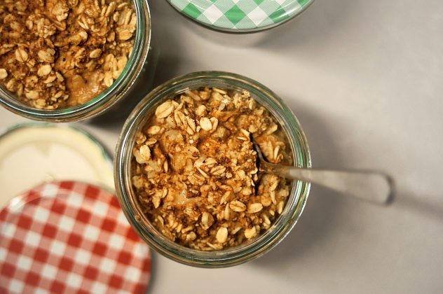 <strong>Oatmeal</strong> <hr> Good breakfast alternative to eggs. Great for camping to increase energy. Mix with fruit for added flavor.